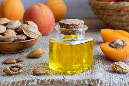 frisch gepresstes Aprikosenkernöl